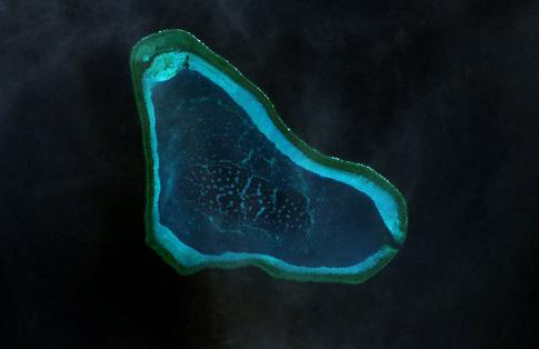 Aerial photo ng Scarborough Shoal (Wikimedia Commons/NASA)